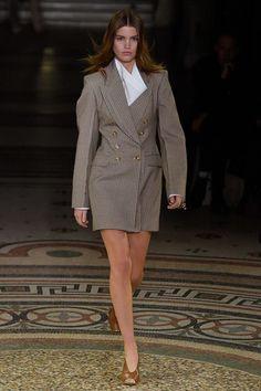 Stella McCartney Fall/Winter - Paris - Access Runway - Fashion Week Fashion Shows Milan Fashion Weeks, Fashion 2017, Look Fashion, Runway Fashion, High Fashion, Fashion Show, Autumn Fashion, Streetwear, Stella Mccartney Dresses