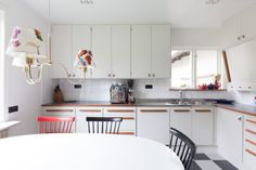 Banér dimgrå - Kvänum Teak Furniture, Scandinavian Interior, Wooden Handles, Kitchen Interior, Home Kitchens, Architecture Design, Sweet Home, New Homes, Kitchen Cabinets