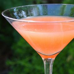 Citrus Blush    Crushed ice  1/2 oz. freshly squeezed lime juice  1/2 oz. limoncello  1 1/2 oz. vodka  2 oz. freshly squeezed Ruby-red grapefruit juice, or more to taste