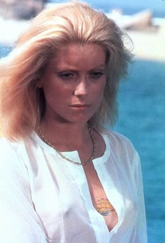 50 Beautiful Photos of French Actress Catherine Deneuve From Between the and Catherine Deneuve, Classic Actresses, Beautiful Actresses, Actors & Actresses, Hollywood Glamour, Classic Hollywood, Christian Vadim, Elizabeth Montgomery, Actrices Hollywood