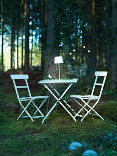 Portable MÄLARÖ chairs are ready for dreamy summer nights.