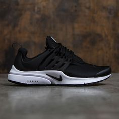 First released in Men's Nike Air Presto Essential Shoe got its claim to fame because of its apparel-style sizing. Its mesh upper delivers a sock-like fit, while its Phylon midsole and Air-Sole unit provides lightweight cushioning. Mens Nike Air, Nike Air Max, Nike Roshe, Roshe Shoes, Black Nike Shoes, Shoes Outlet, Air Max Sneakers, Air Presto, Sneakers Fashion
