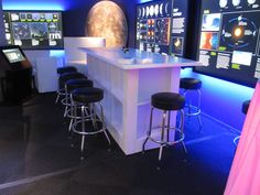 Communal table / Lounge area / Bar / www.mmspecialevents.com / M&M Event Rentals Dallas / M&M Event Rentals Chicago / #mmspecialevents