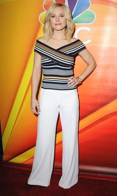 Kristen Bell in a striped top and wide-leg white pants Celebrity Red Carpet, Celebrity Style, Kristen Bell, Night Looks, Red Carpet Fashion, Beautiful Actresses, Her Style, Beautiful Outfits, Beautiful People