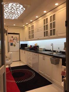 Çarpıcı renkler, oymalı mobilyalar ve klasik aksesuarlar ile saray gibi, göz alıcı bir ev. Contemporary Interior Design, Modern Kitchen Design, Interior Design Living Room, Fine Furniture, Modern Furniture, Furniture Design, Home Design, Design Blogs, Kitchen Colors