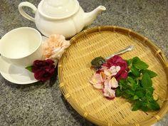 ☕ Green Tea Cups, Tray, Home Decor, Decoration Home, Room Decor, Trays, Home Interior Design, Board, Home Decoration