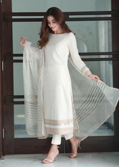 Pakistani Fashion Party Wear, Pakistani Fashion Casual, Indian Fashion Dresses, Dress Indian Style, Pakistani Outfits, Indian Outfits, Indian Wear, Simple Pakistani Dresses, Pakistani Dress Design