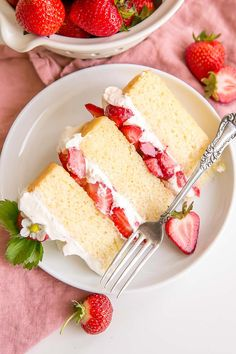 This Strawberry Shortcake Cake gives a new twist to an old classic. Vanilla cake layers, fresh strawberries, and mascarpone whipped cream! – Rebel Without Applause Cheap Clean Eating, Clean Eating Snacks, Marzipan, Chocolate Strawberries, Covered Strawberries, Cold Cake, Strawberry Shortcake Recipes, Apple Smoothies, Recipes