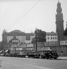 Rua das Carmelitas, em 1953 // #porto #oporto #vintage #portovintage #50s #porto50s // webook.pt