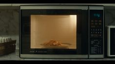 Winners :: Cannes Lions Film Eat a snack- weight watchers