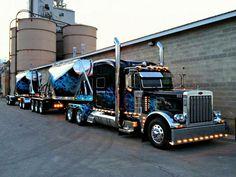 Big Stacks, lot's of lights, double trouble will it be a heavy load, Pretty truck Show Trucks, Big Rig Trucks, Dump Trucks, Old Trucks, Custom Peterbilt, Peterbilt 379, Peterbilt Trucks, Dodge Trucks, Custom Big Rigs