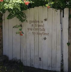 Bufftech Vinyl Fence Prices Complete with Models and Image Fence mural, fence art, painted fence, garden art Source by jenn_randall. Garden Fence Art, Diy Garden, Garden Gates, Garden Projects, Diy Fence, Rusty Garden, Fence Landscaping, Backyard Fences, Landscaping Contractors