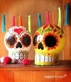 Make your own balloon calavera skull decoration with instructions and DIY template https://happythought.co.uk/day-of-the-dead/balloon-calavera-skulls