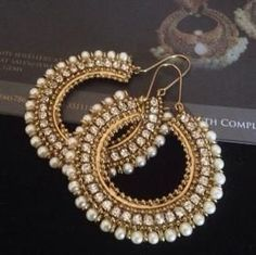 Women should never go without earrings. Passing on them is an opportunity missed. Indian Jewelry Earrings, Jewelry Design Earrings, Indian Wedding Jewelry, Bridal Earrings, Fashion Earrings, Fashion Jewelry, India Jewelry, Gold Jewelry, Jewelry Rings