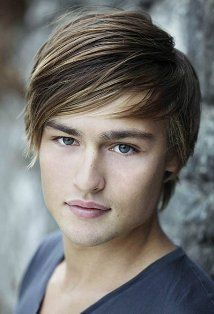 Douglas Booth is playing Romeo