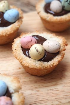 Nid de Pâques coco et chocolat, sans gluten/ Coco macaroon gluten Free . - L E S 4 S A I S O N S - Cake-Kuchen-Gateau Macaroons, Happy Easter, Biscuits, Cheesecake, Muffin, Food And Drink, Gluten Free, Cooking Recipes, Tasty