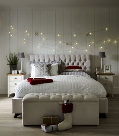 Stunning 50 Simple and Easy Christmas Bedroom Decorating Ideas https://crowdecor.com/50-simple-easy-christmas-bedroom-decorating-ideas/
