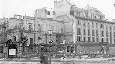 Um 1950: Das Adlon ist eine zum Großteil ausgebrannte Ruine
