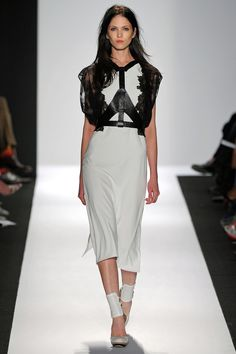 BCBG Max Azria - Spring 2013 Ready-to-Wear - Look 3 of 35