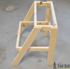 Kid's Step Stool Give yourself a boost! Simple DIY step stool plans for those hard to reach places. This kid step stool only requires one board to build. Diy Furniture Projects, Diy Wood Projects, Wood Crafts, Plywood Furniture, Modern Furniture, Furniture Design, Wooden Steps, Wooden Diy, Childrens Step Stool