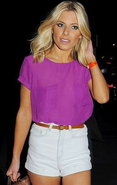 High rise white shorts, thin belt and simple top = Classy summer night outfit!