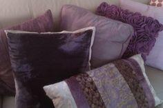 interiør lilla Bed Pillows, Pillow Cases, Colour, Purple, Home, Pillows, Color, Ad Home, Homes