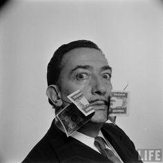 Dalí fotografiado por Phillipe Halsman en 1954 - Taringa!