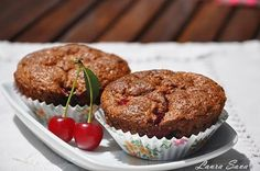 Briose cu visine si ciocolata | Retete culinare cu Laura Sava Good Food, Yummy Food, Tasty, Foods To Eat, My Recipes, Mai, Muffins, Food And Drink, Cupcakes
