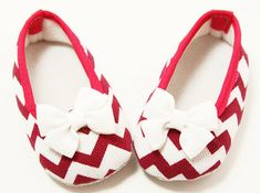 Adorable Collection of Crib Shoes! #cribshoes #chevron #hotpink #babyshoes http://pict.com/p/C6R