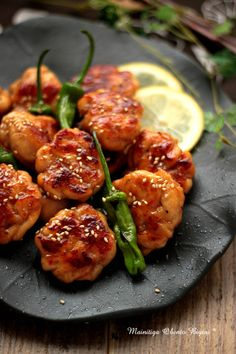 Thin chicken slices rolled up and dusted with salt, pepper and potato starch. Pan fry and then mix in soy sauce, sugar, lemon juice, mirin and honey. Serve with pan fried green peppers and slices of lemon.