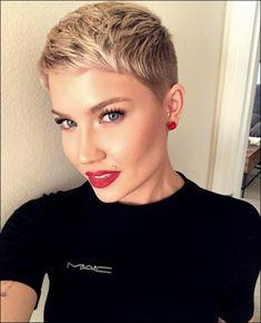 ❤️Cute blonde pixie cut and makeup. Short Sassy Hair, Super Short Hair, Cute Hairstyles For Short Hair, Pixie Hairstyles, Short Hair Styles, Short Hair Cuts For Women Trendy, Short Haircuts Black Hair, Pictures Of Short Haircuts, Rihanna Hairstyles