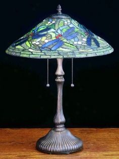 Dragonfly-motif lamp in Tiffany style