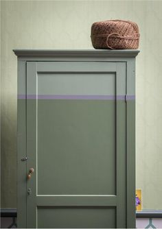 Farrow and Ball Commode peinte en Calke Green-34, Breakfaroom green-81 et Plummet-272  www.waringsathome.co.uk
