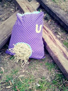 #goatvet likes these instructions on How to Make a Hay Bag for your Horse or Pony - except I would replace the horse shoe with a goat motif