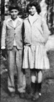 Elvis Presley and high school sweetheart. These two were going to get married! Elvis Presley Family, Young Elvis, Burning Love, Lisa Marie Presley, Memphis Tennessee, People Of Interest, Young Family, Album Photo, Friends Mom