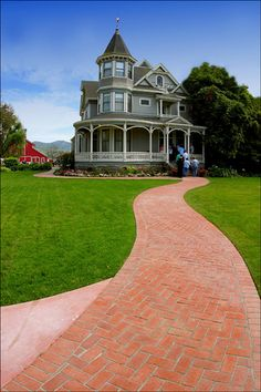 Santa Paula Victorian by PatriciaPix, via Flickr