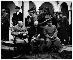 """Darth Vader (que não é um super-herói) """"se alia"""" ao Primeiro Ministro Winston Churchill, o presidente Franklin Roosevelt e o líder da União Soviética, Josef Stalin (Crédito: Agan Harahap / Flickr)"""