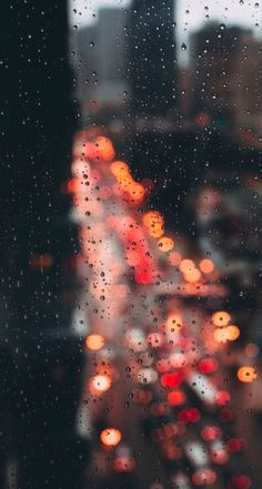 Bokeh through window covered in rain Fotografia Bokeh, Phone Backgrounds, Wallpaper Backgrounds, Iphone Wallpaper Rain, Mobile Wallpaper, Nature Wallpaper, Rainy Day Wallpaper, New York Iphone Wallpaper, Phone Wallpapers
