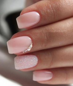 The advantage of the gel is that it allows you to enjoy your French manicure for a long time. There are four different ways to make a French manicure on gel nails. Light Pink Nail Polish, Nails Polish, Nail Polish Designs, Nail Polish Colors, Acrylic Nail Designs, Gel Nails, Coffin Nails, Light Pink Acrylic Nails, Nail Pink