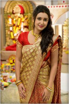 Being Married - Sasi Pradha Indian Beauty Saree, Beautiful Saree, Beautiful Indian Actress, Beautiful Actresses, Beautiful Ladies, Simply Beautiful, Beautiful Bride, Aunty In Saree, Girls Girls Girls