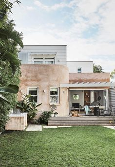 Interior designer Leah Henricks transformed her Clovelly home into a contemporary abode with Spanish and Hamptons influences. Dream House Exterior, Dream House Plans, Beach Bungalow Exterior, Exterior Design, Interior And Exterior, Spanish Style Bathrooms, Spanish Bathroom, Outdoor Living, Indoor Outdoor