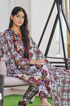 Afghan Clothes, Afghan Dresses, Sindhi Dress, Balochi Dress, Ethnic Fashion, Womens Fashion, Embroidery Neck Designs, Special Dresses, Dress Images
