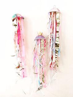 3-D jellyfish DIY |
