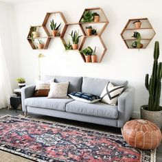 34 Amazing Wall Plants Decor for Cozy Living RoomWhether you must decorate a new house or apartment from top to bottom or simply wish to update your living room or bedroom decor, you always have the . Cozy Living Rooms, Living Room Decor, Bedroom Decor, Living Room With Plants, House Plants Decor, Plant Decor, Decoration Inspiration, Room Inspiration, Decoracion Low Cost