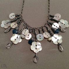 DIY Bijoux – Bohemain Mother Of Pearl Button Necklace Tutorial Sea Glass Jewelry, Wire Jewelry, Jewelry Crafts, Jewelry Art, Beaded Jewelry, Jewelery, Vintage Jewelry, Handmade Jewelry, Fashion Jewelry