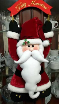 Santa Claus doll with molds Molds to make a Santa Claus doll with sign congratulating Christmas. False candles for Halloween or ChristmasDIY . Beaded Christmas Ornaments, Hanging Ornaments, Felt Christmas, Christmas Projects, Christmas Holidays, Christmas Wreaths, Christmas Decorations, Xmas, Holiday Decor