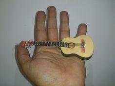 Guitarra de fommy para mini fofucha
