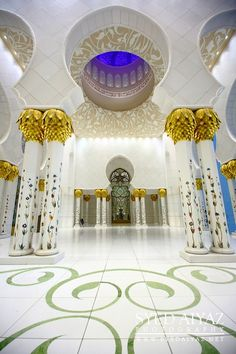Sheikh Zayed Grand Mosque - Abu Dhabi - UAE #travel #places +++Visit http://www.hot-lyts.com/ for beautiful background images