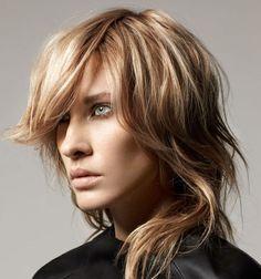 Si tenemos que emparejar el cabello, bastante difícil, escalonado y en capas, no será posible hacerlo en casa una vez crecido porque seguramente que le desvirtuaremos la forma original.