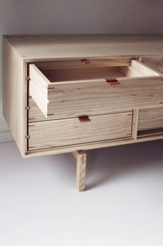 Inner drawer design. Inspiring! Also love the color contrast